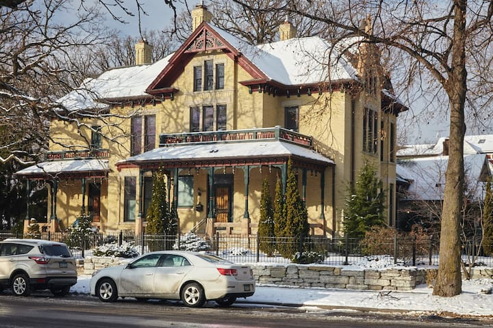 Unique + Historic Mansion Near UMN and Downtown