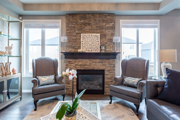 Escape to Your Getaway in Chestermere! Stay here!