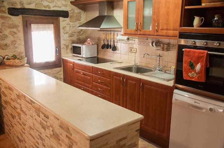 Casa rústica, restaurada i cèntrica - El Perelló - Casa