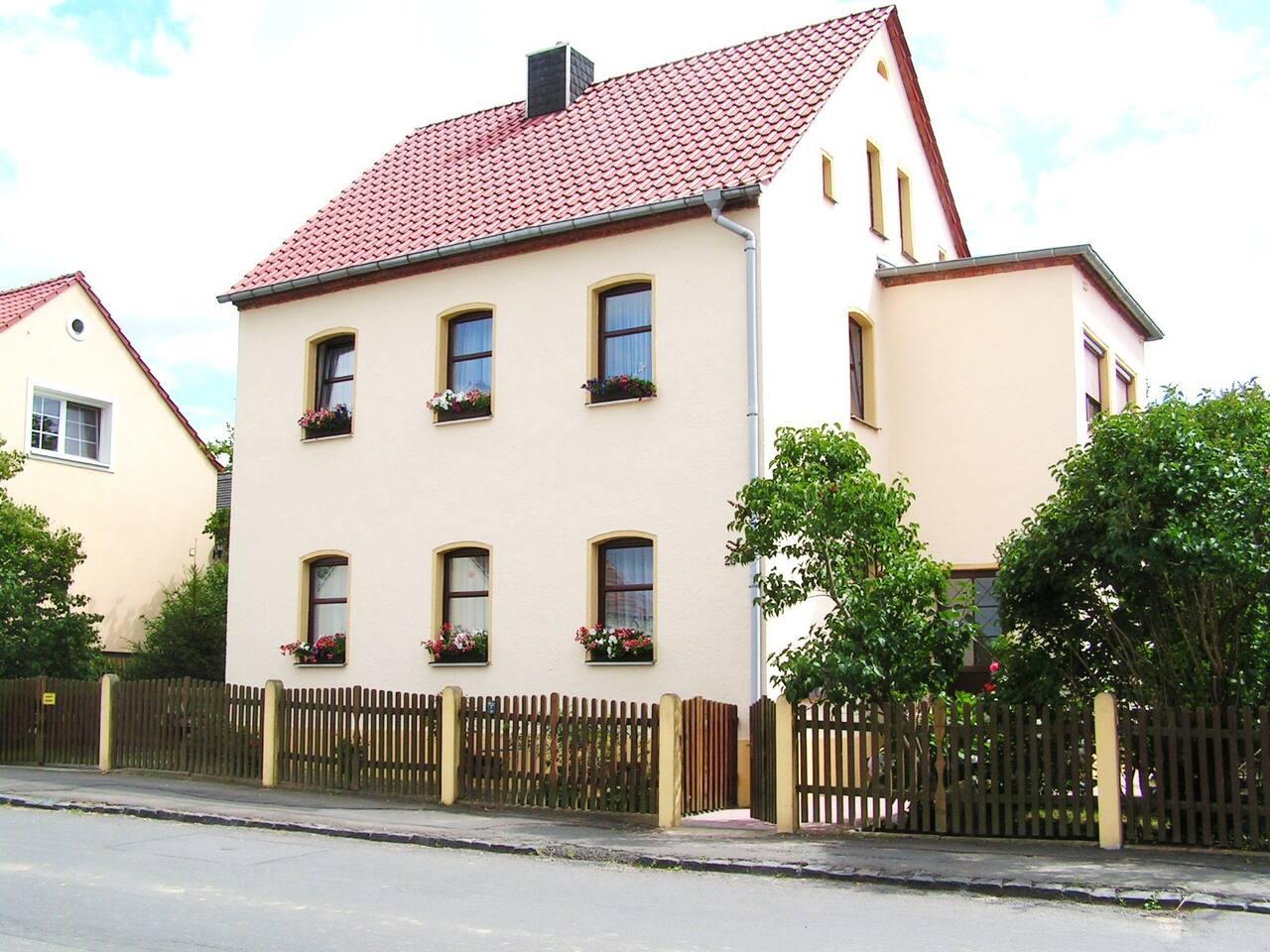 Wohnhaus mit 3 Ferienwohnungen
