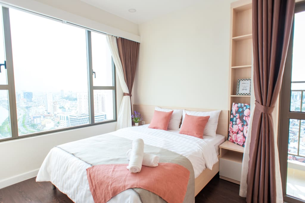 Check it out the pink bedroom with gorgeous view to Riverside