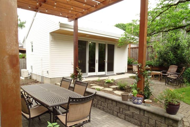 Bright, Modern Garden Studio, SE Portland