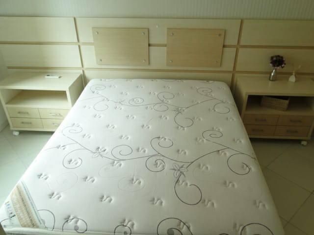 Suite 1, com ar condicionado e armário embutido.
