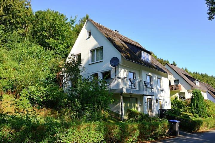 Vakantiehuis voor 12 personen vlakbij Willingen - Brilon - Casa