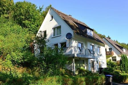 Vakantiehuis voor 12 personen vlakbij Willingen - Brilon