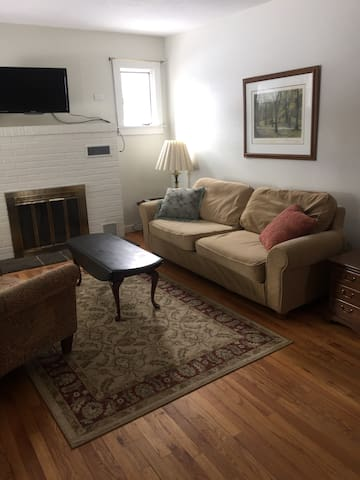 Charming Home walk to Penn State - State College - House