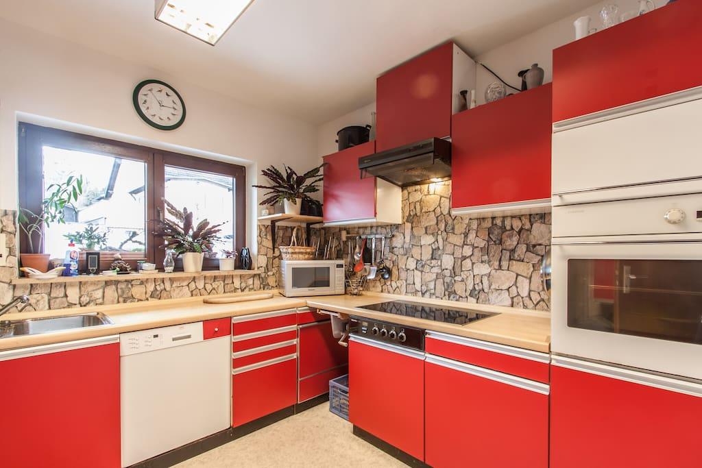 Die Küche benutzen wir alle gemeinsamt