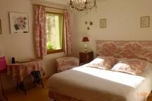 Chambre Hortense orientée soleil couchant