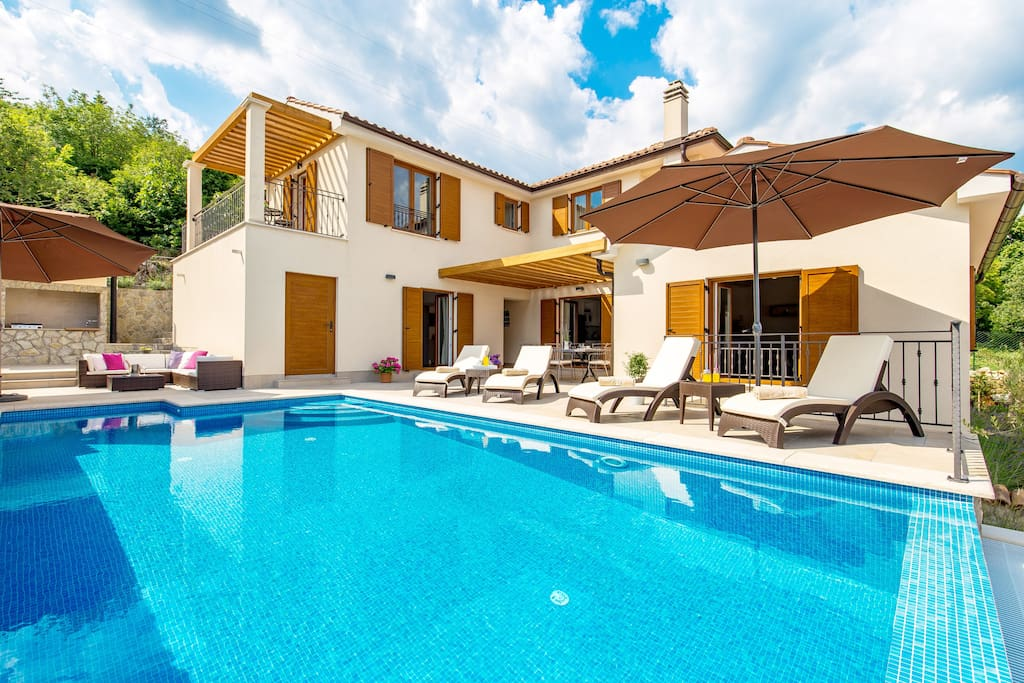 Villa Dana is a newly built original Mediterranean style villa that offers a breathtaking view of the sea, the Kvarner islands and the green hills and plains of the Učka mountain.