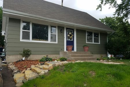 Cozy Cape Cod in Northfield - Northfield - House