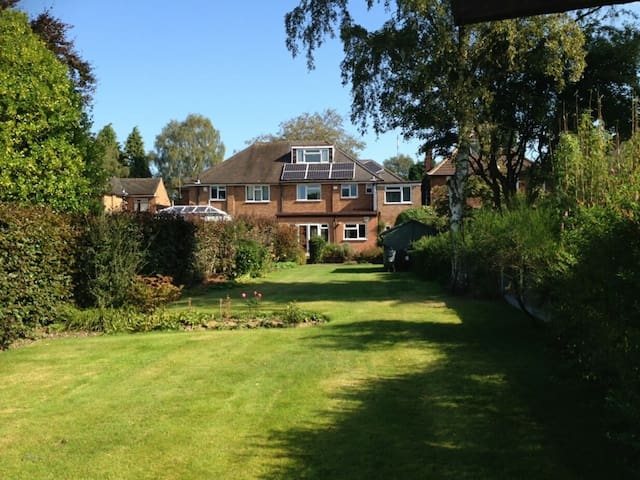 Large house in quiet affluent neighbourhood - Sutton Coldfield - Talo