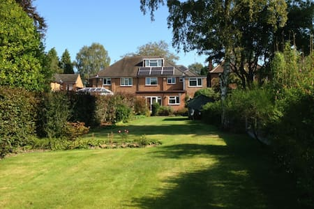 Large house in quiet affluent neighbourhood - Sutton Coldfield - Dom