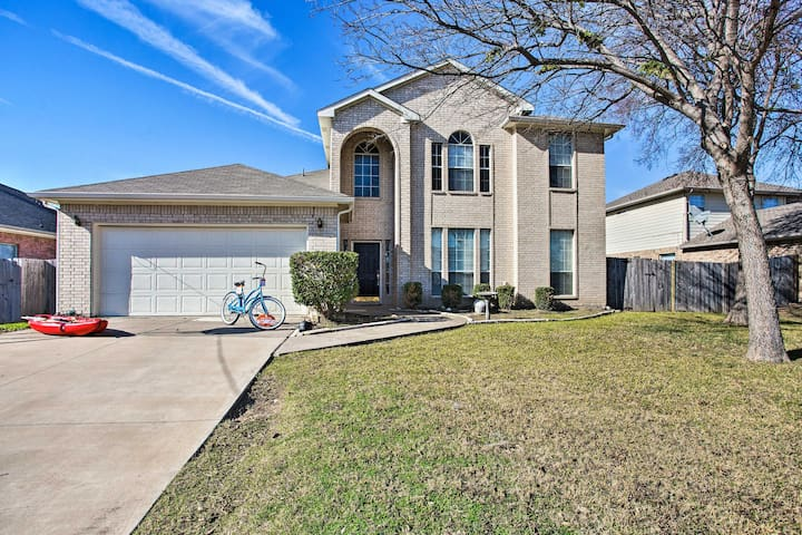NEW! Pet-Friendly Home - Walk to Lewisville Lake!