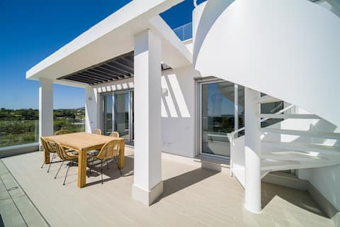 CONTEMPORARY PENTHOUSE SUNSET + SEA VIEW RESORT PARKING