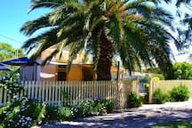 Flinders Village - 5 minute drive to Cafes/Boutique shopping and Galleries