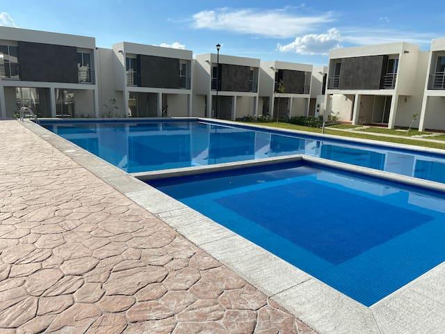 Casa en Cuautla con Alberca, Terraza y Asador.