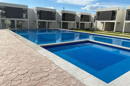 Casa Nueva en Cuautla con Alberca, Terraza y Patio