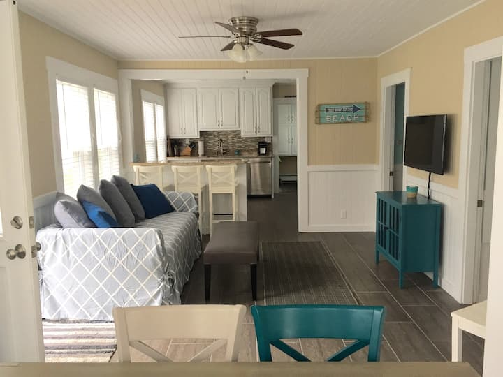 Newly Renovated House 1 block to Sandy Wells Beach