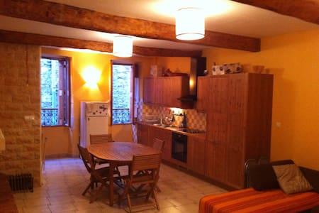 Très  charmante  maison de vacances - Huis