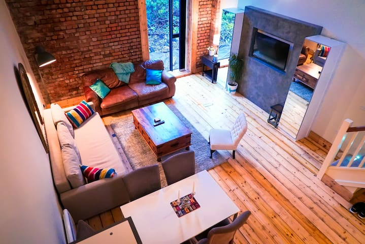 Super-central, Spacious, Luxury LOFT - TV, Wifi - คาร์ดิฟฟ์