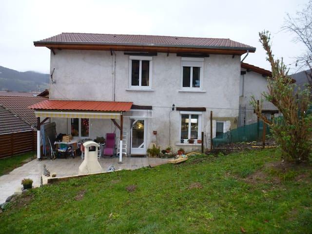 maison dans parc de la chartreuse + JACUZZI