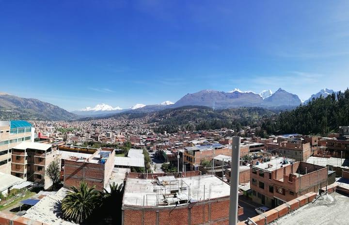 Artesonraju Hostel, Vista de Huaraz y nevados 2