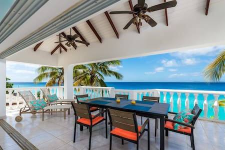 oceanfront apartment with direct access to ocean