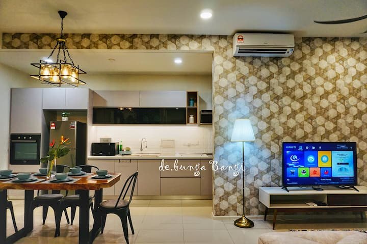 Luxury & Cosy Sky High Apartment in Central Bangi