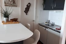 Bar mange debout + kitchenette