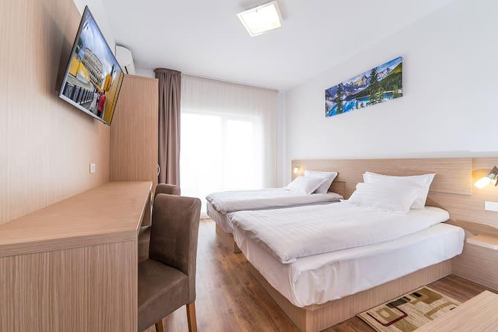 Standard Twin Room - RESIDENCE Il Lago