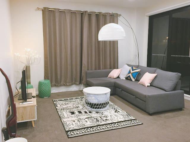 墨尔本北区绝美湖景公寓2室