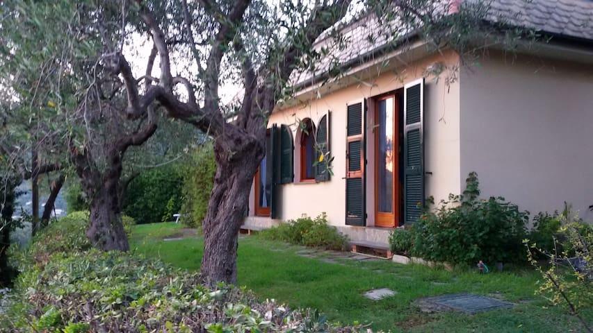 Bonassola appartamento con giardino e posto auto. - Bonassola - House