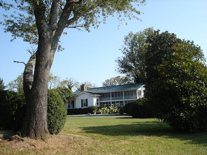 1856 Manor House at Wolftrap Farm: ESCAPE the City