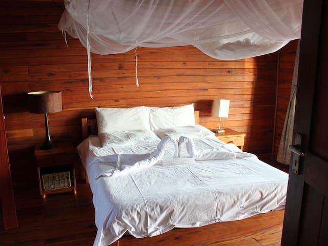 102 - 2 Private Rooms 1 Loft Rooms