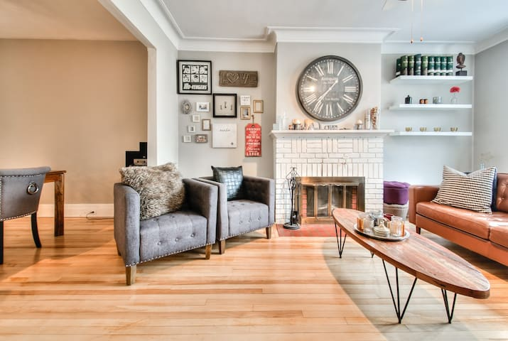 Vintage apartment in the heart of Monkland Village