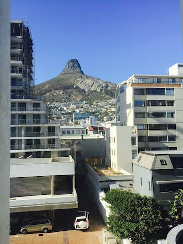 Charming one bedroom Apartment on the Atlantic Seaboard in SeaPoint  in Cape Town