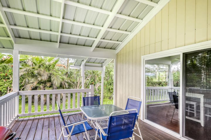 Beautiful hideaway home with wraparound lanai, WiFi, updated floors & furniture.