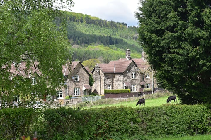 Country cottage retreat near Chatsworth