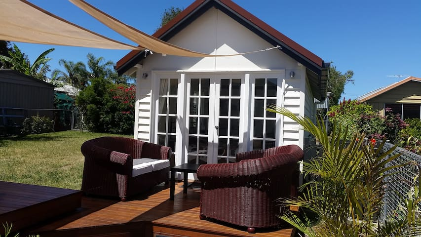 Stand alone private studio near the bay with WiFi - Manly West - Guesthouse