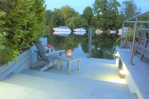Garden Room with Fantastic Riverside Terrace