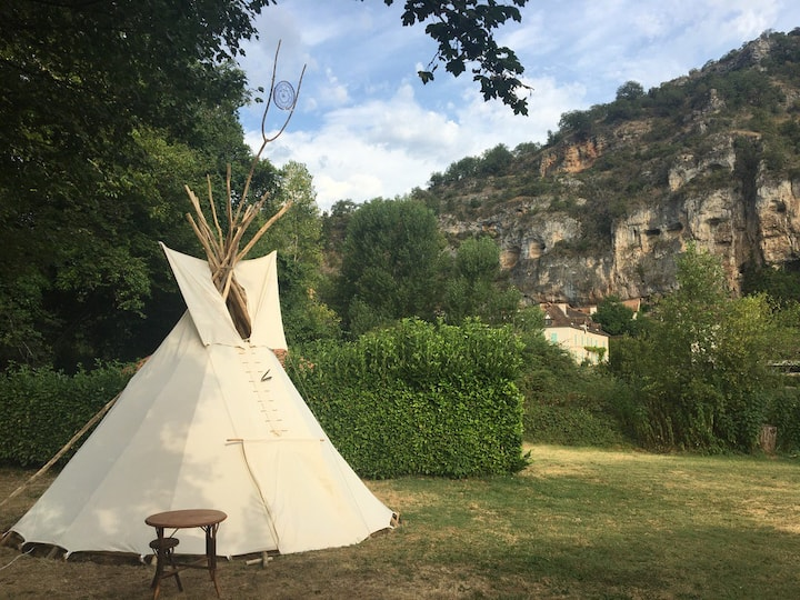 Tipi Traditionnel: Space Insolite au Bord de L'Eau