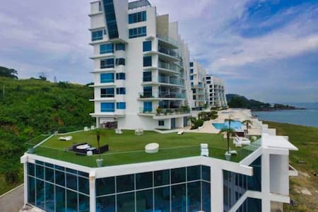 Luxurious Apartment Directly on Panama Canal
