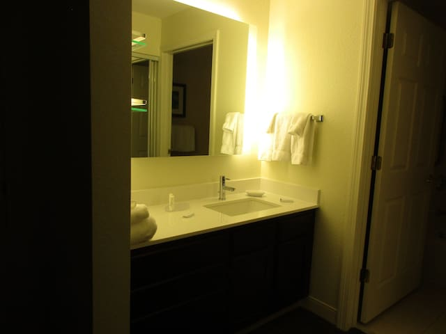 420 Friendly 2 Bedr Suite at Residence Inn Mariott - Manchester
