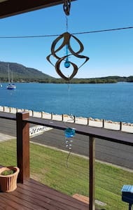 Cosy River Waterfront Unit - Dunbogan