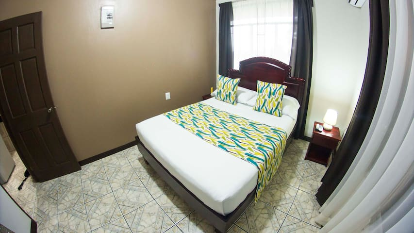 La Fortuna Downtown Apartment & Hot Springs FREE