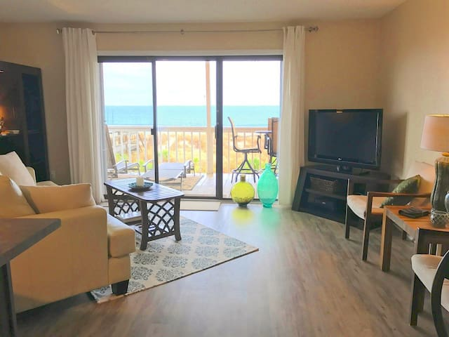 Chic & OCEANFRONT! Only a few summer days left! - Carolina Beach - Condo