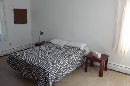 Massive Bedroom, Free Parking, Safe Location - Daire