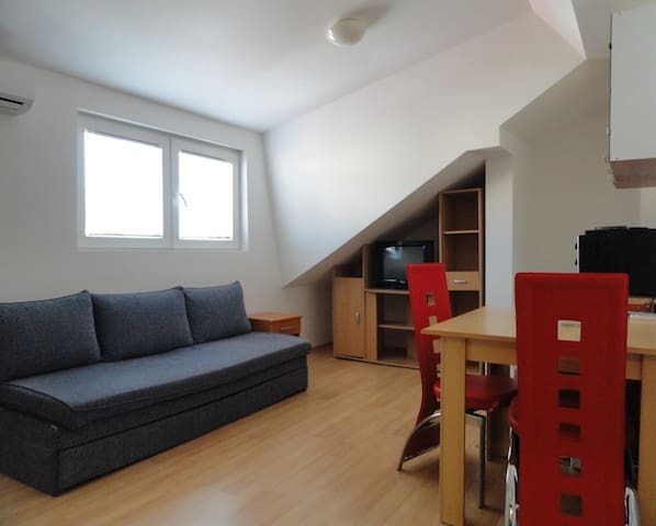 Studio apartment for 2 near the beach and centre