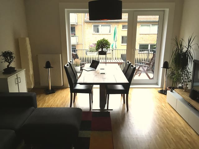 Modern flat in popular district, very central