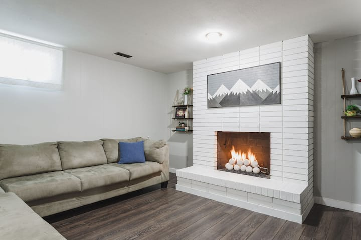 Remodeled Suite w/ Ping Pong & Fireplace!